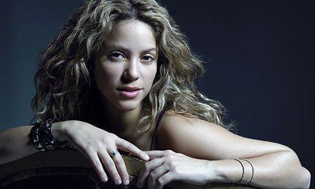 Shakira-leaning-over-chai-001.jpg