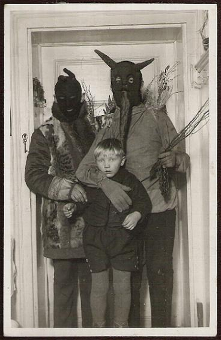 25-Deeply-Disturbing-Old-Timey-Halloween-Pictures-That-Will-Give-You-The-Jitters-15.jpg