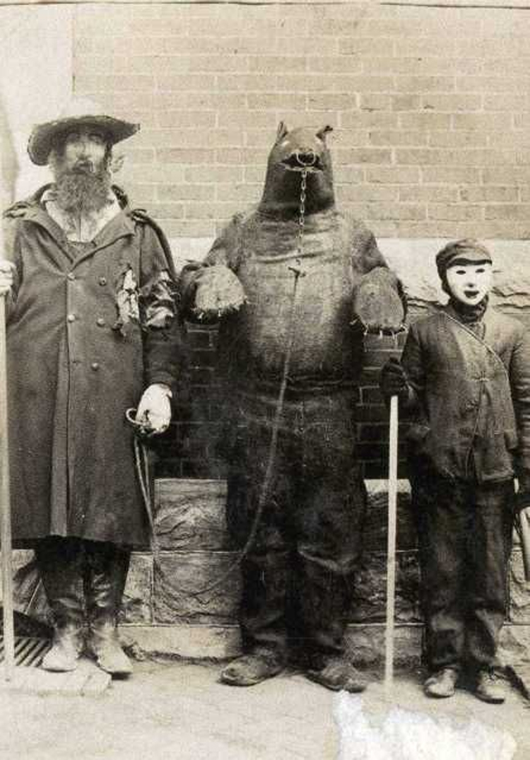 25-Deeply-Disturbing-Old-Timey-Halloween-Pictures-That-Will-Give-You-The-Jitters-22.jpg