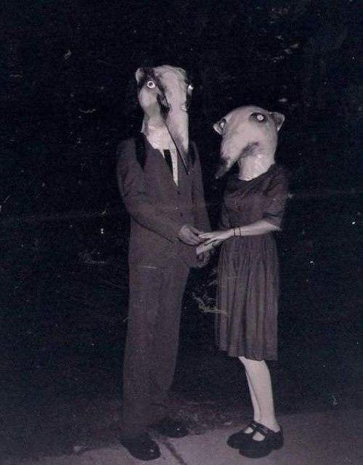 25-Deeply-Disturbing-Old-Timey-Halloween-Pictures-That-Will-Give-You-The-Jitters-3.jpg