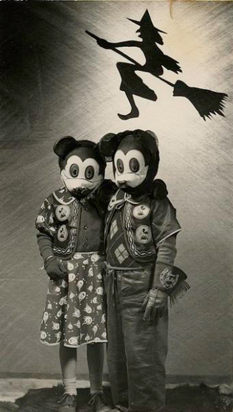 25-Deeply-Disturbing-Old-Timey-Halloween-Pictures-That-Will-Give-You-The-Jitters-16.jpg