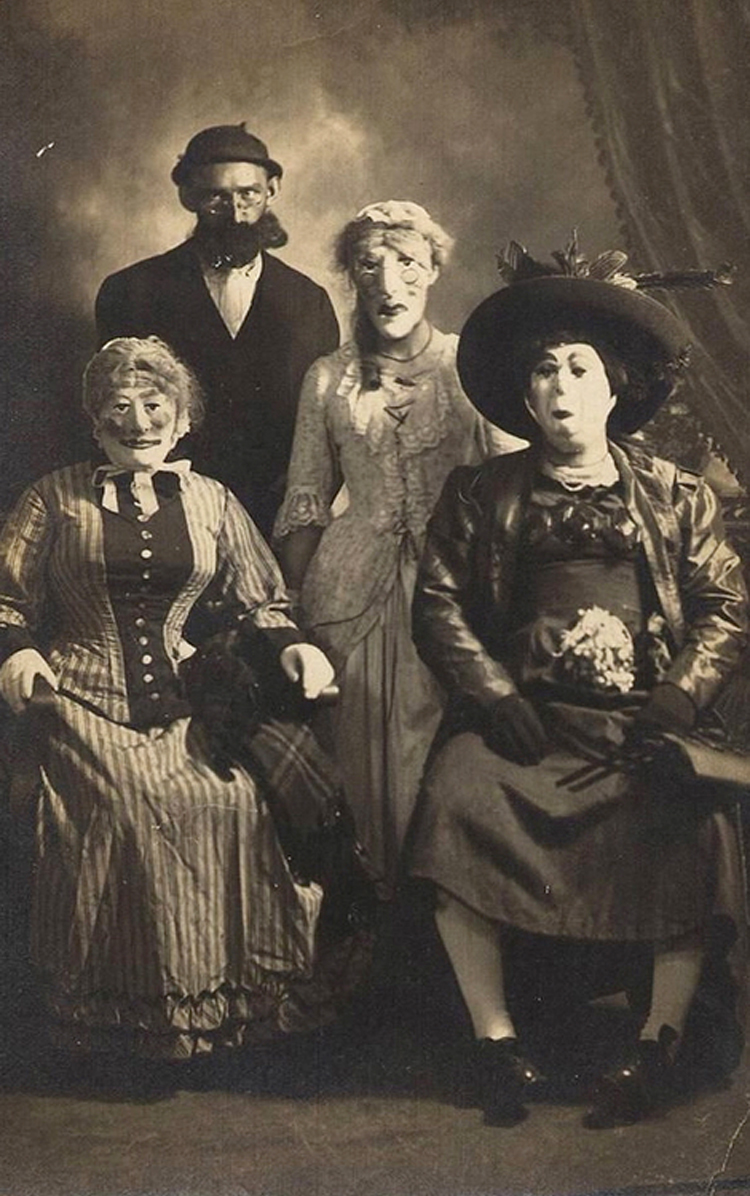 25-Deeply-Disturbing-Old-Timey-Halloween-Pictures-That-Will-Give-You-The-Jitters-12.jpg