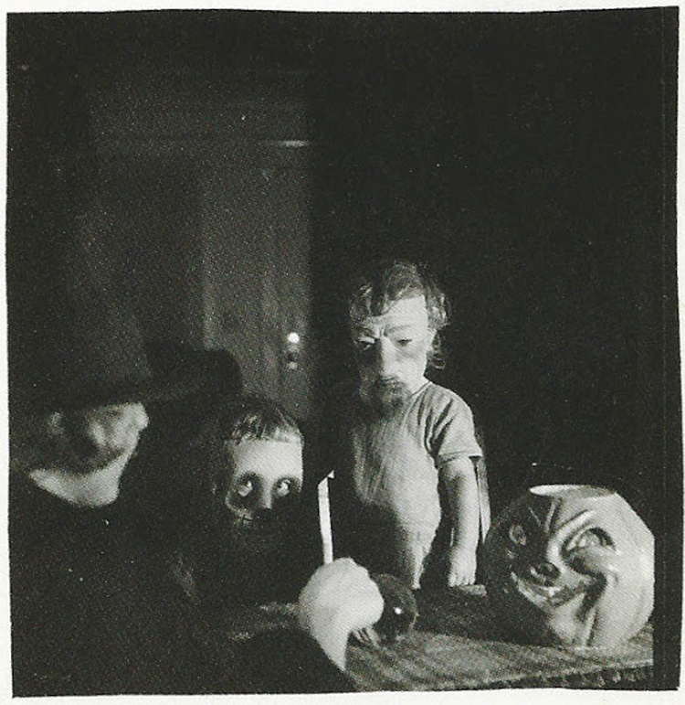 25-Deeply-Disturbing-Old-Timey-Halloween-Pictures-That-Will-Give-You-The-Jitters-25.jpg